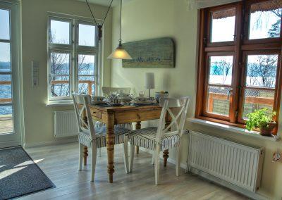 Ferienhaus am Küchensee (Ratzeburg) mit Esstisch innen 2